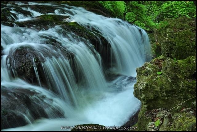 cascada La Văioaga - pe raul Bei