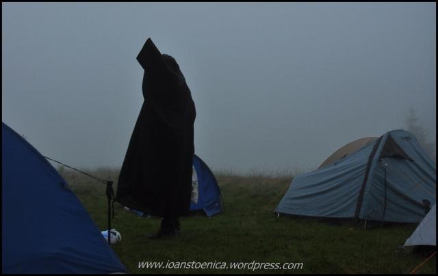 fantoma printre corturi