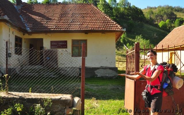 scoala satului necrliesti