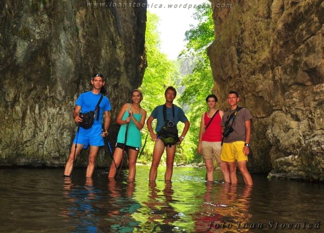 grupul in tunel pe apa
