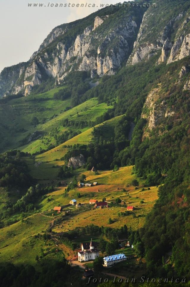 manastirea sub piatra - trascau
