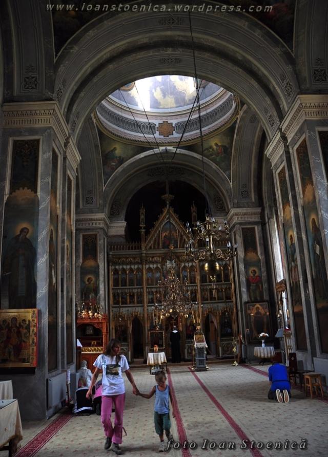 in biserica manastirii bistrita