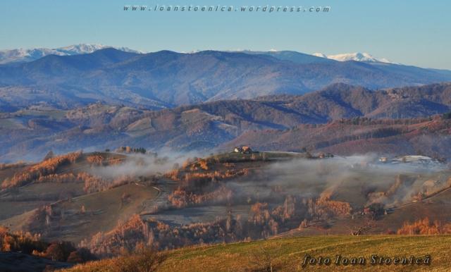 un nor misuna peste dealuri