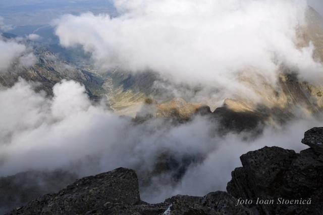 deasupra norilor pe munte