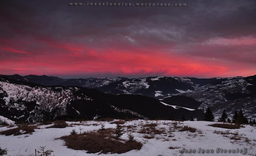 rasarit in muntii bistritei - cer roz