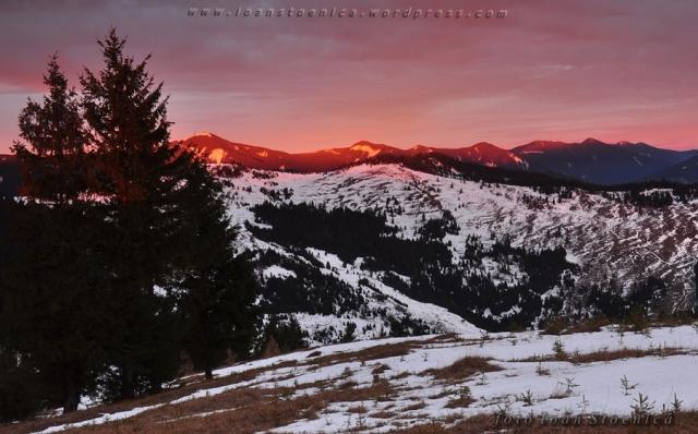rasarit colorat in muntii bistritei
