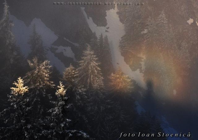 fenomenul gloria - curcubeu pe munte
