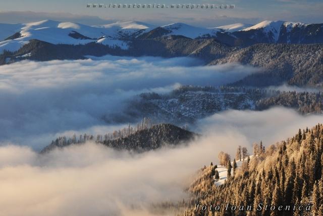 mare de nori si creste din muntii Capatanii