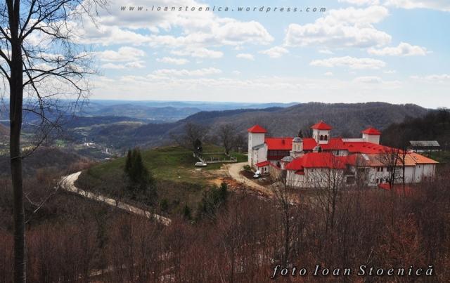 manastirea arnota - sus pe deal