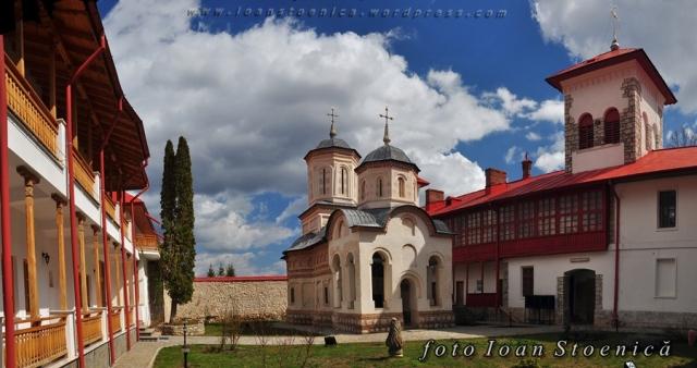 interior manastire arnota