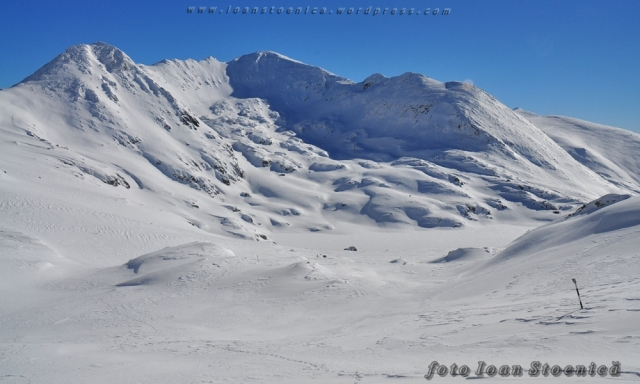 varful Peleaga si lacul Bucura - iarna