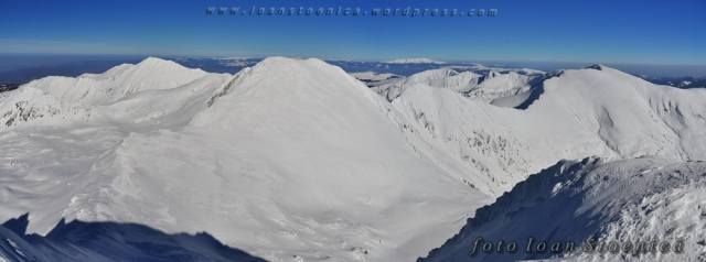 vedere de iarna spre varful Papusa