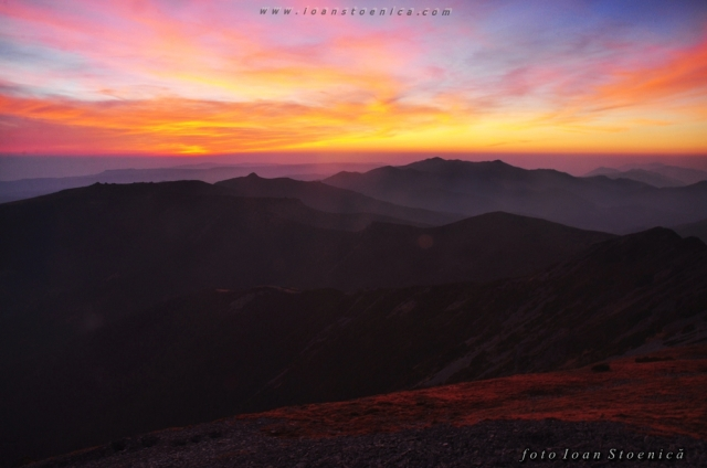 culori frumoase la apus - muntii calimani