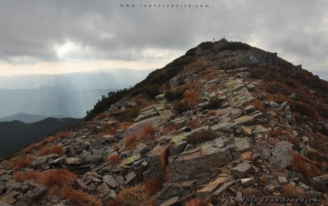 pietre spre varful bistricior