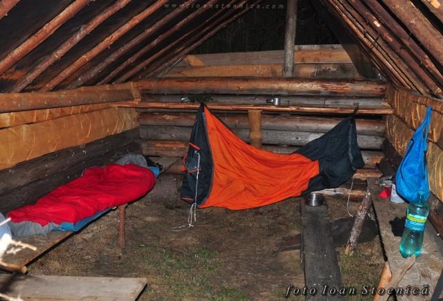 sac de dormit in stana si cort