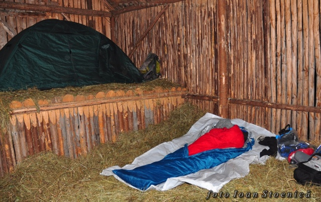 am dormit pe fan uscat - cort si sac